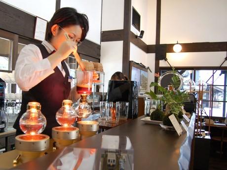 同市内でサイホンでコーヒーを入れる店は珍しいという