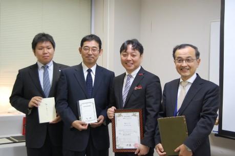 山田さん(左から2番目)、角谷さん(同3番目)ほか同商品開発スタッフの面々