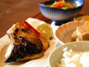 福井・丸岡城近くに炭火焼き魚ランチ店-老舗料亭「ほんだ」が出店