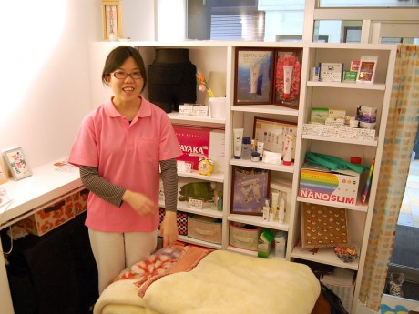 「びようカイロ スマイル」店主の増永さん。「若い女性が悩みを相談できるような店に」と意気込む