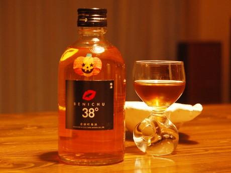 会場に並ぶ予定の無糖梅酒「BENICHU38°」