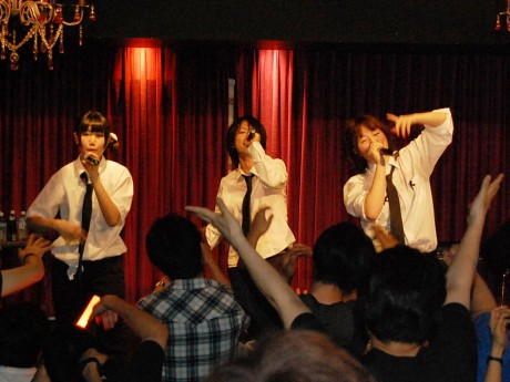 「せのしすたぁ」の3人。8月22日には、初出演映画「ねもしすたぁ」が公開予定