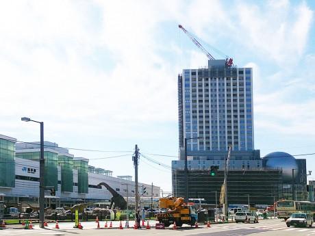 再開発ビル「ハピリン」建設中の福井駅西口