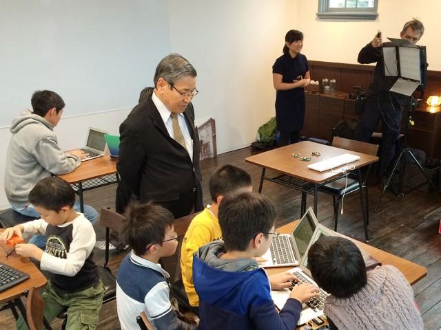 同会場で行われたプログラミングワークショップの様子