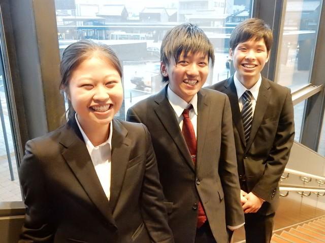 (左から)山貫さん、納谷さん、榎並さん