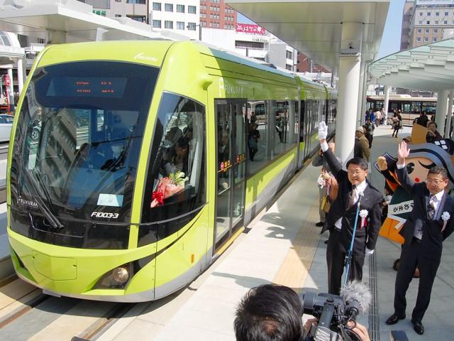 福井鉄道「福井駅」電停を出発する臨時列車