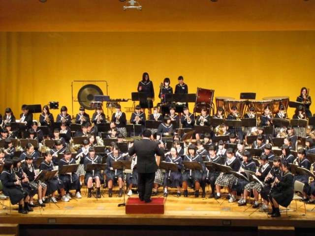 前身となった「中学校吹奏楽クリニック&コンサート」の合同演奏の様子