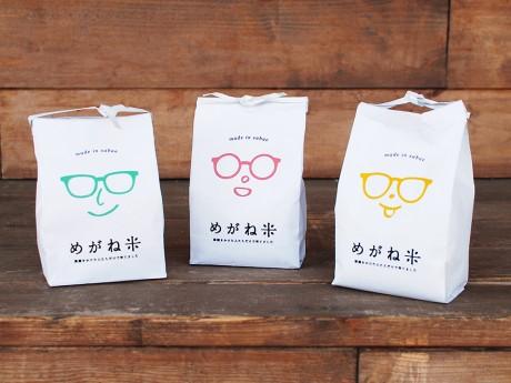 無洗米で精米されている「めがね米」。県外眼鏡店や大手書店チェーン「ヴィレッジヴァンガード」などからの注文も