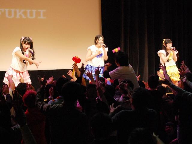 富山のアイドル「ピコピコ☆レボリューション」に「ケチャ」で応えるファン