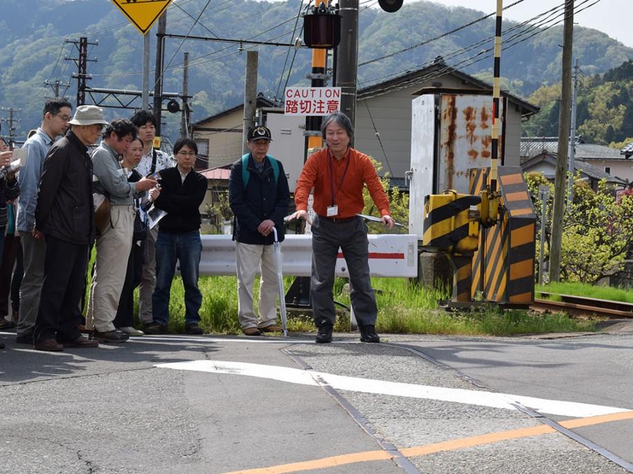 京福電鉄廃線跡巡るツアー 「福井の私鉄」展の一環、県外から参加者も