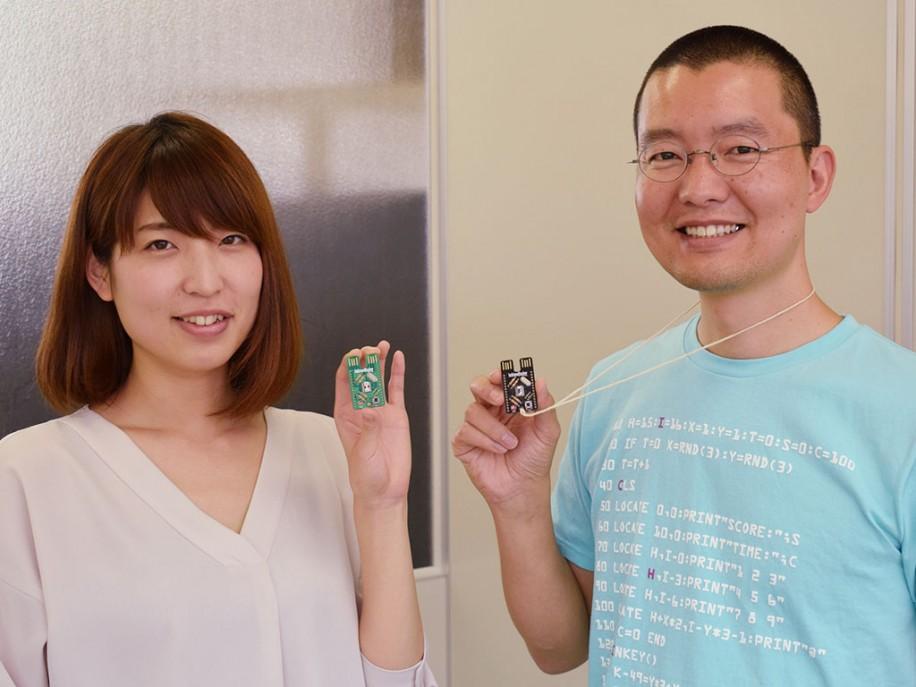 田中さん(左)と松田さん(右)。「エープリルフールネタとして6個限定で販売した所、再販希望の声を多く頂いた」という