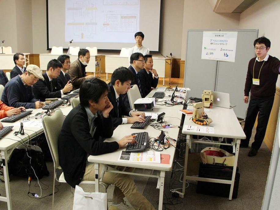 昨年12月、福井市内で行った「こどもプログラミングサミット」内講座の様子