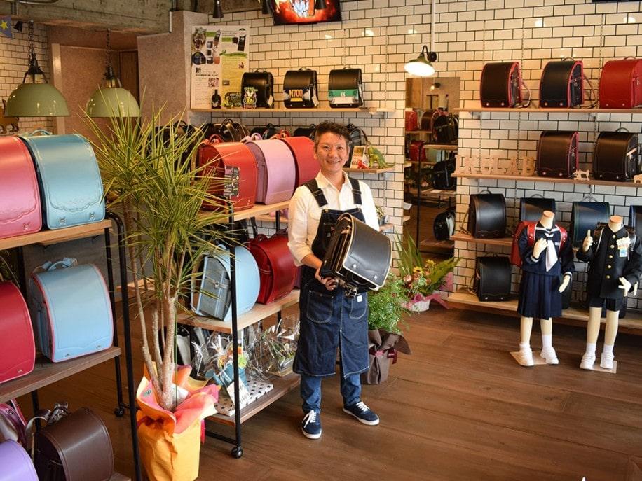 「ダイナソーランドセル」「フェアリー」など同店オリジナルランドセルも販売する