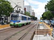 福井鉄道「市役所前」電停、ホーム移設進む 65年ぶりの軌道敷抜本改修も