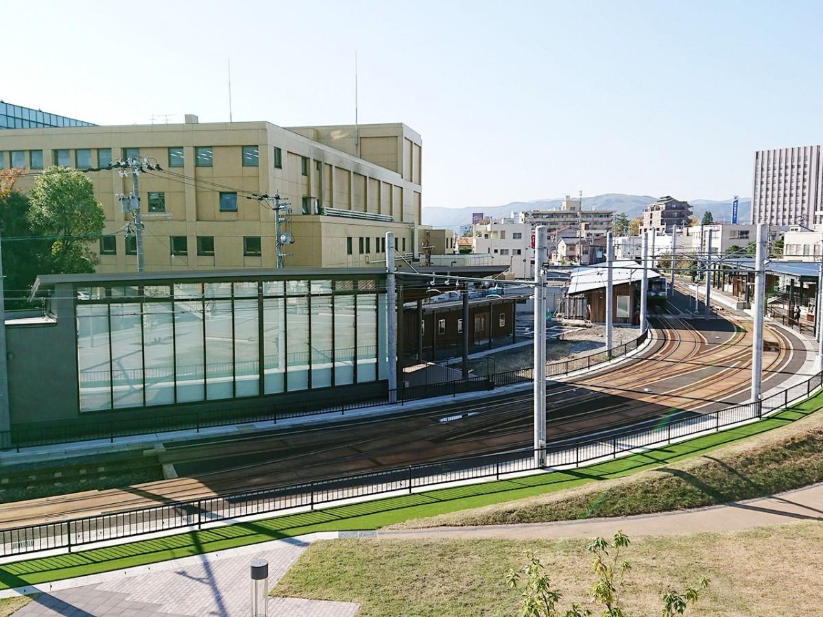 田原町ミューズ(左)と田原町駅(右)