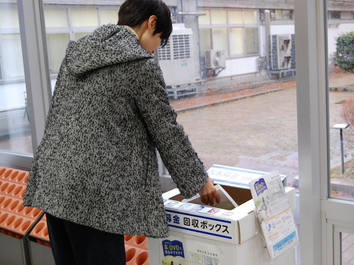 文京キャンパス学生食堂入り口にある回収ボックス