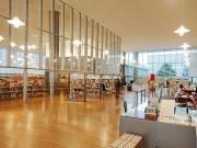 福井県立図書館で移転15周年イベント 岸政彦さん・宮下奈都さん対談など