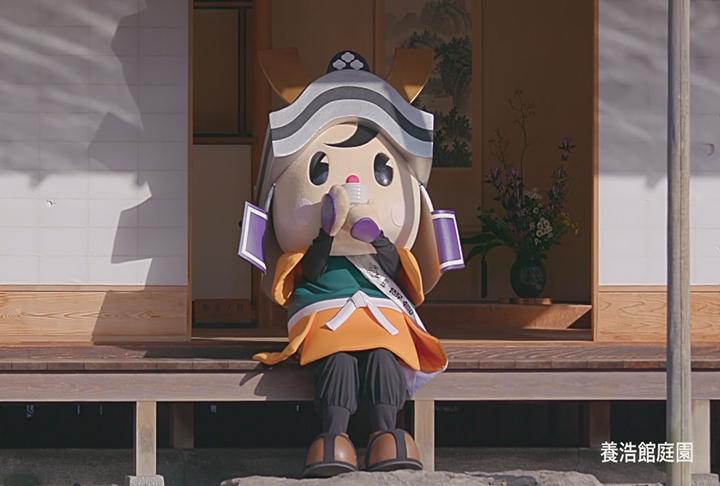 福井藩主松平家の別邸「養浩館庭園」でひと息つく朝倉ゆめまる