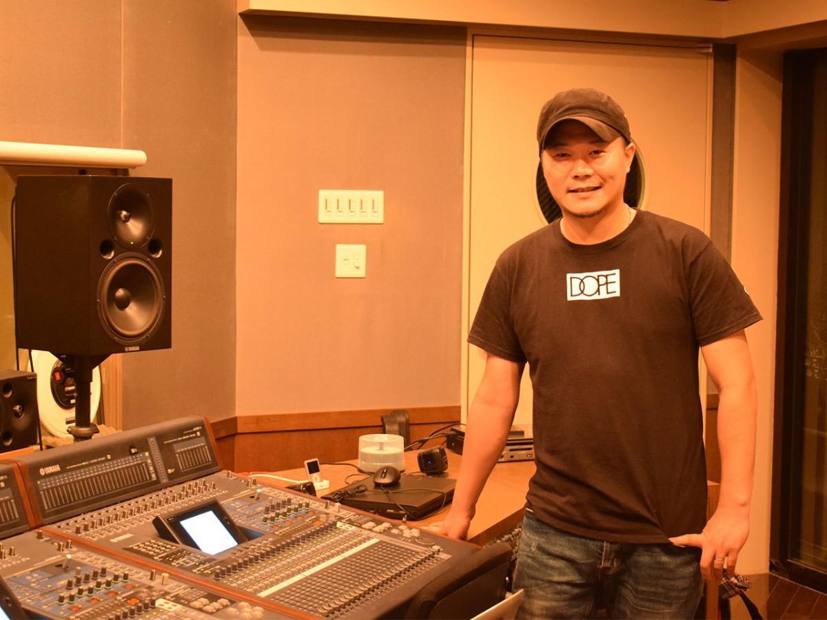 福井市内の音楽スタジオで。「福井での音楽活動を志す若い世代を引っ張っていければ」とELさん
