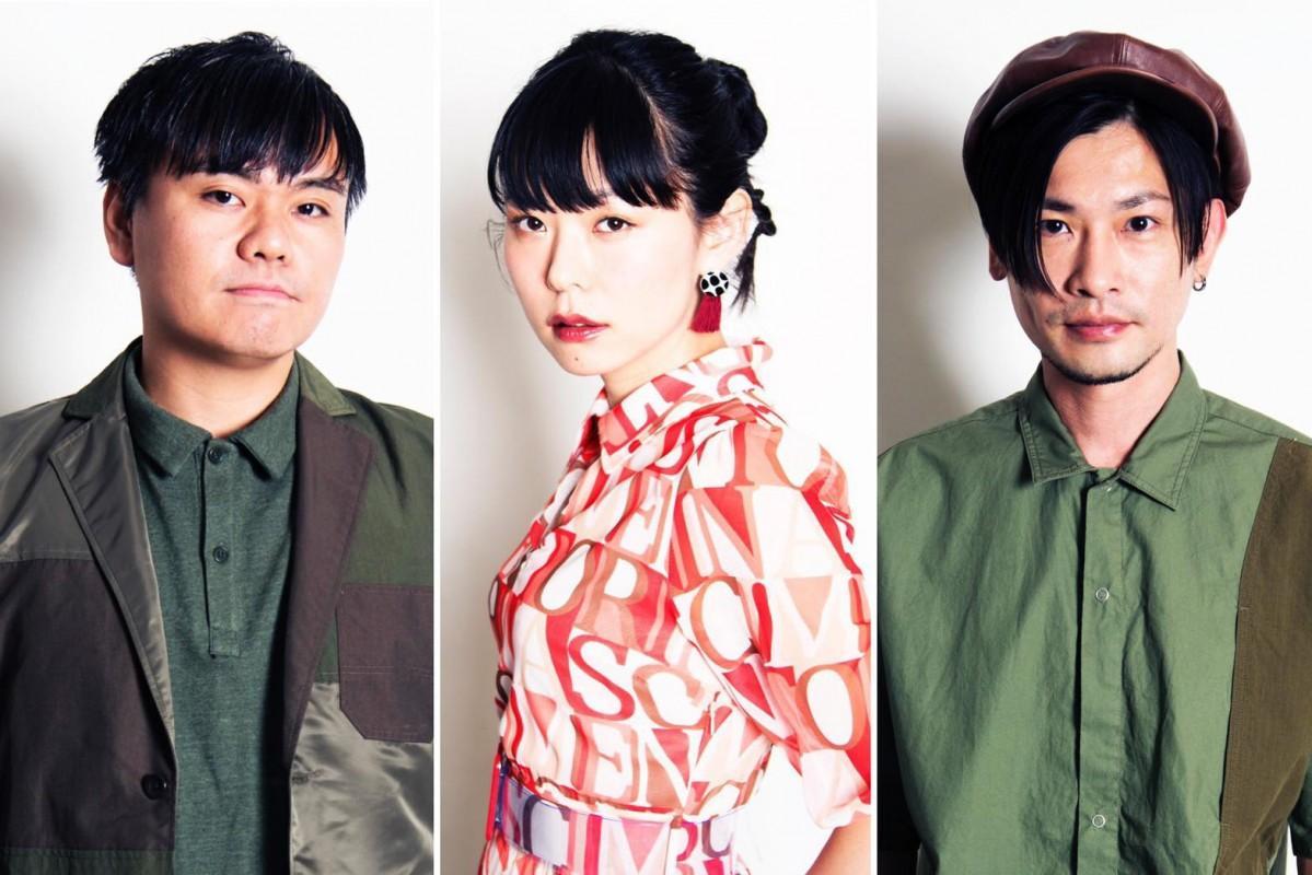 中村祐介さん(キーボード、福井市出身、左)、田中裕梨さん(ボーカル、永平寺町出身、中央)らが所属する5人組ジャズグループ「Blu-Swing」。同フェスには2人を含むトリオ編成で出演