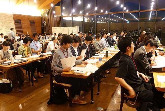 講座のイメージ。最終回では、受講生各自が事業計画のプレゼンテーションを行う