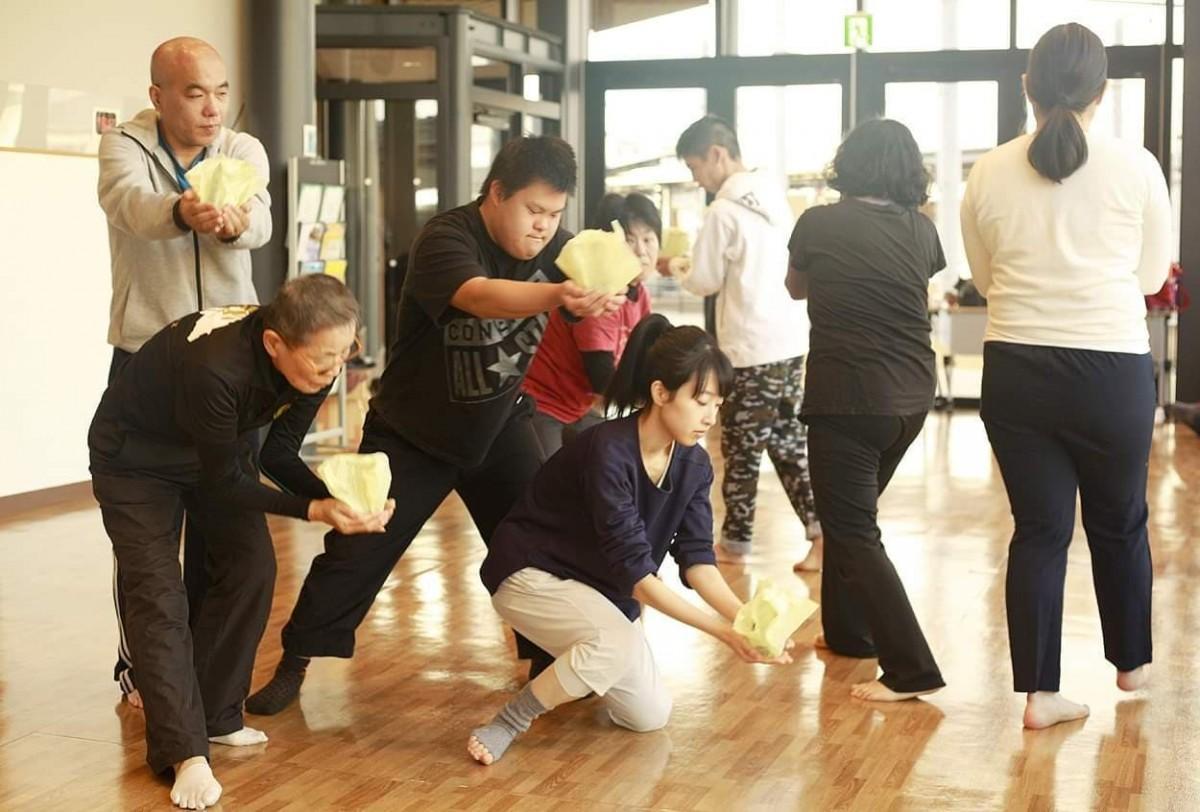 構成・演出を手掛けた宝栄美希さんによるワークショップの様子