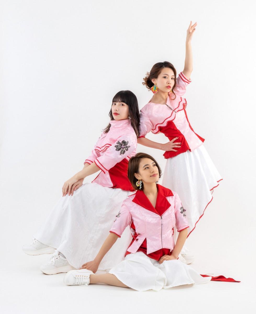 2023年、サンドーム福井での単独ライブを目指す「さくらいと」のメンバー。左から、KANAEさん、WAKANAさん、MAIさん