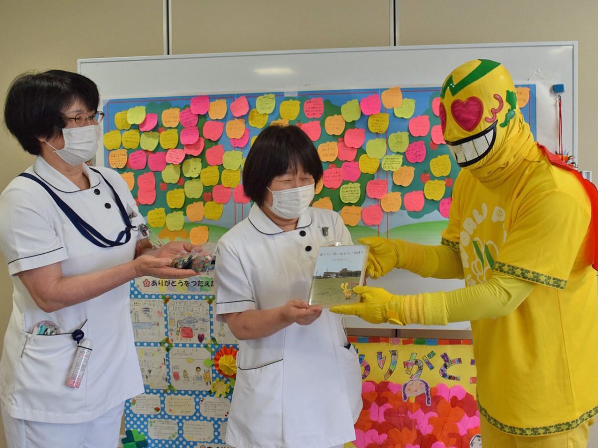 福井県立病院で行われた贈呈式の様子
