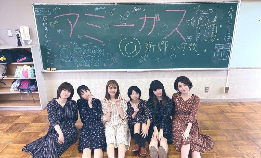 イベントに出演する福井のローカルアイドル「アミーガス」
