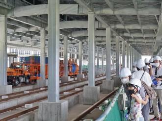 北陸新幹線越前たけふ駅で見学会 福井県民500人、開業に胸膨らませる
