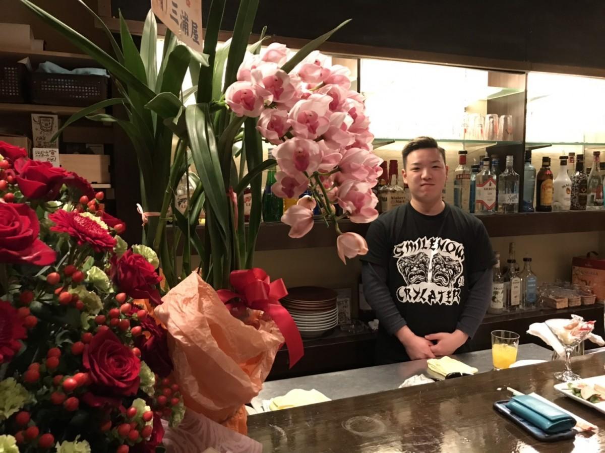 「若い人だけではなく、いろいろな世代の人に来てほしい」と話す店主の瀬戸さん
