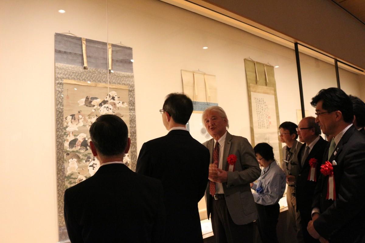 若冲作品を楽しむ福島県知事や福島市長ら