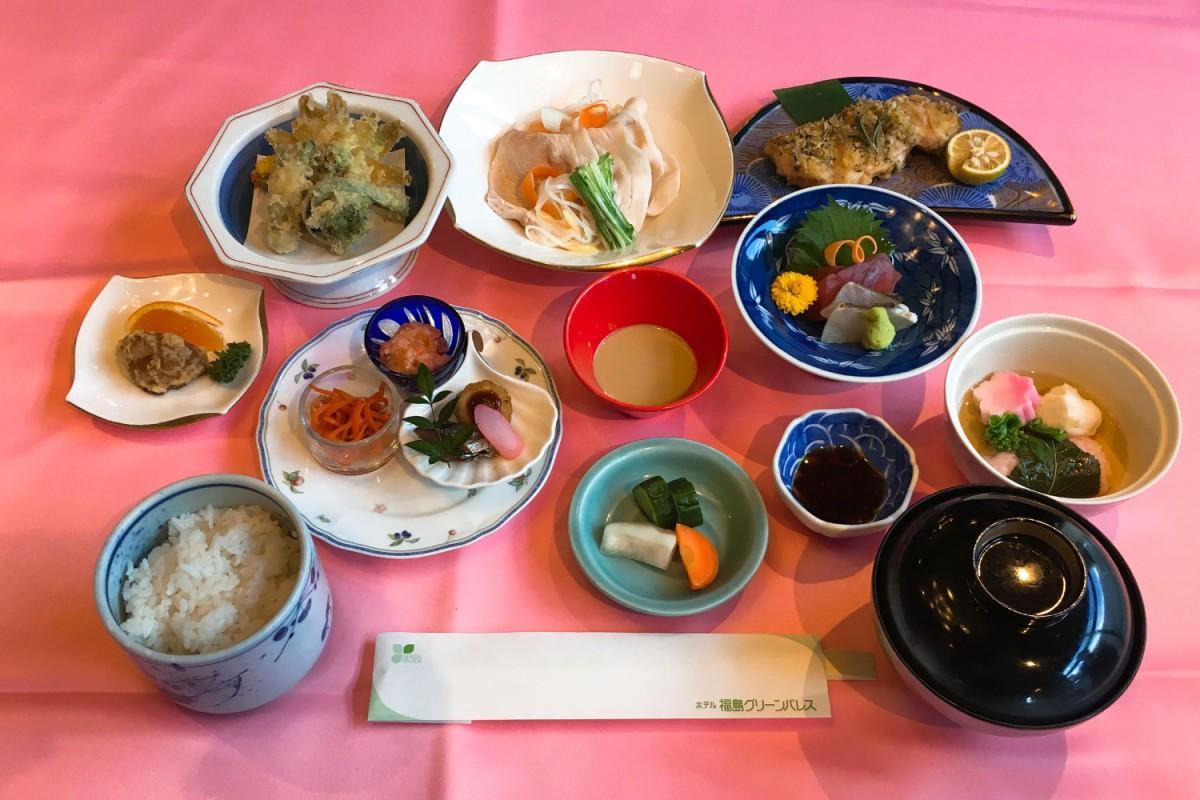 福島の郷土料理を12種類使った「若冲膳」