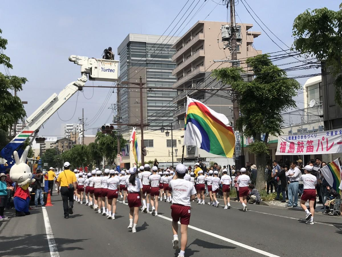 福島市の小学校鼓笛パレード 元気にたくましく街なかを行進