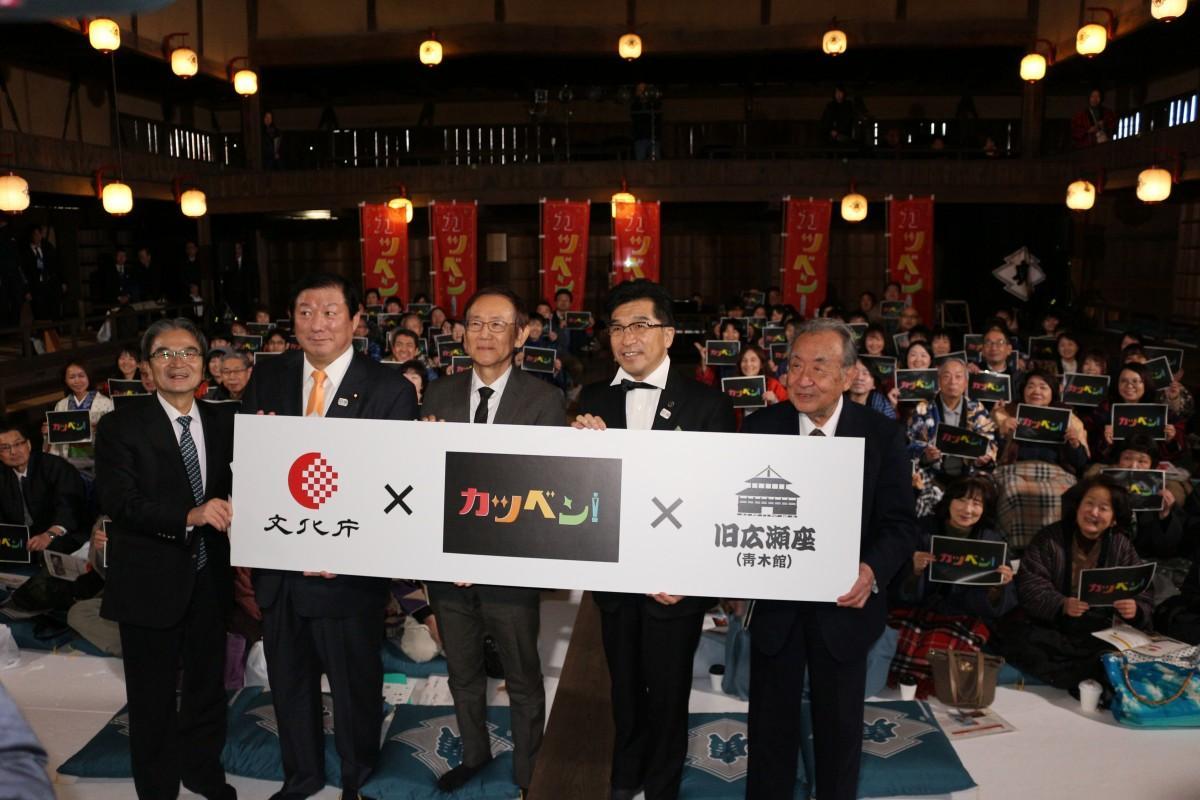 映画「カツベン!」と「旧広瀬座」のPRをする周防正行監督(中央)と木幡浩福島市長(中央右)