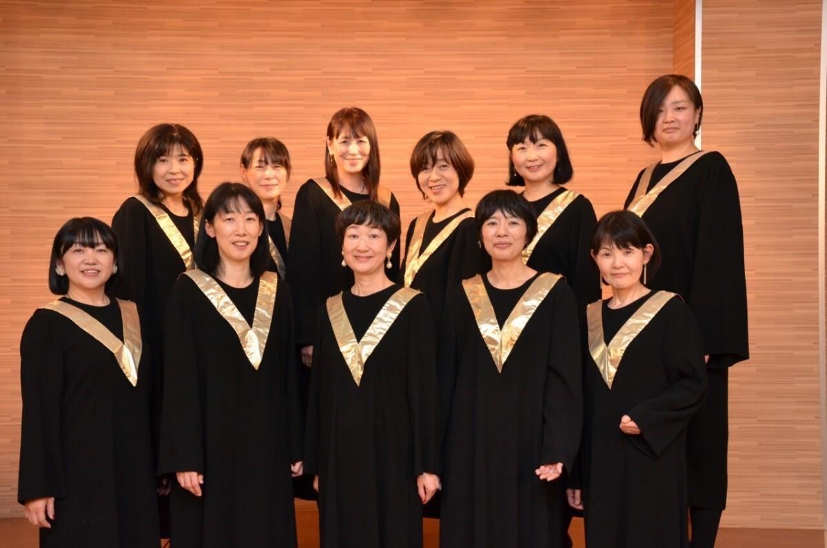 クリスマスソングを合唱する「ワールドソウルコーラス福島」のメンバー