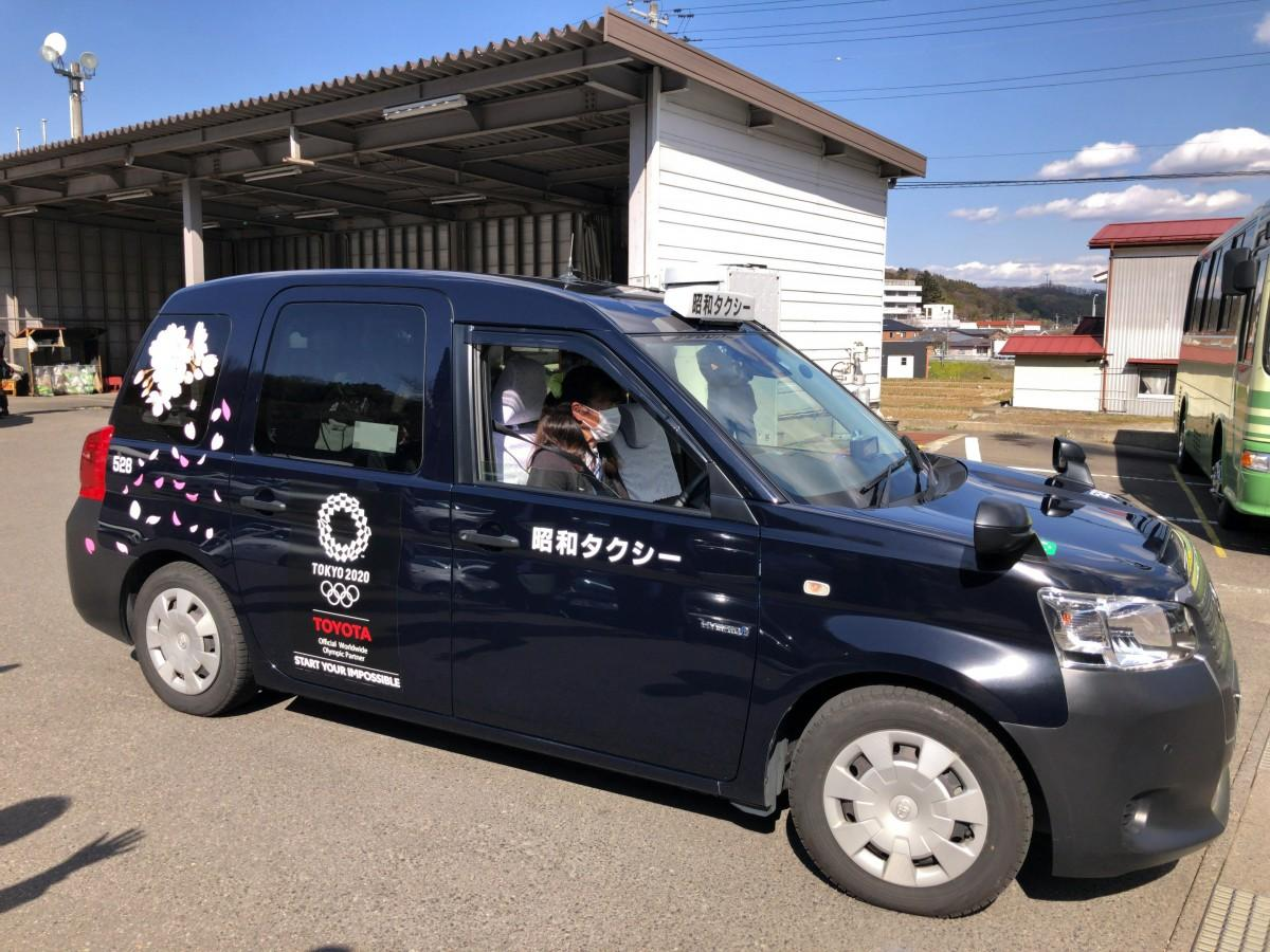 桜がラッピングされたタクシーは3台