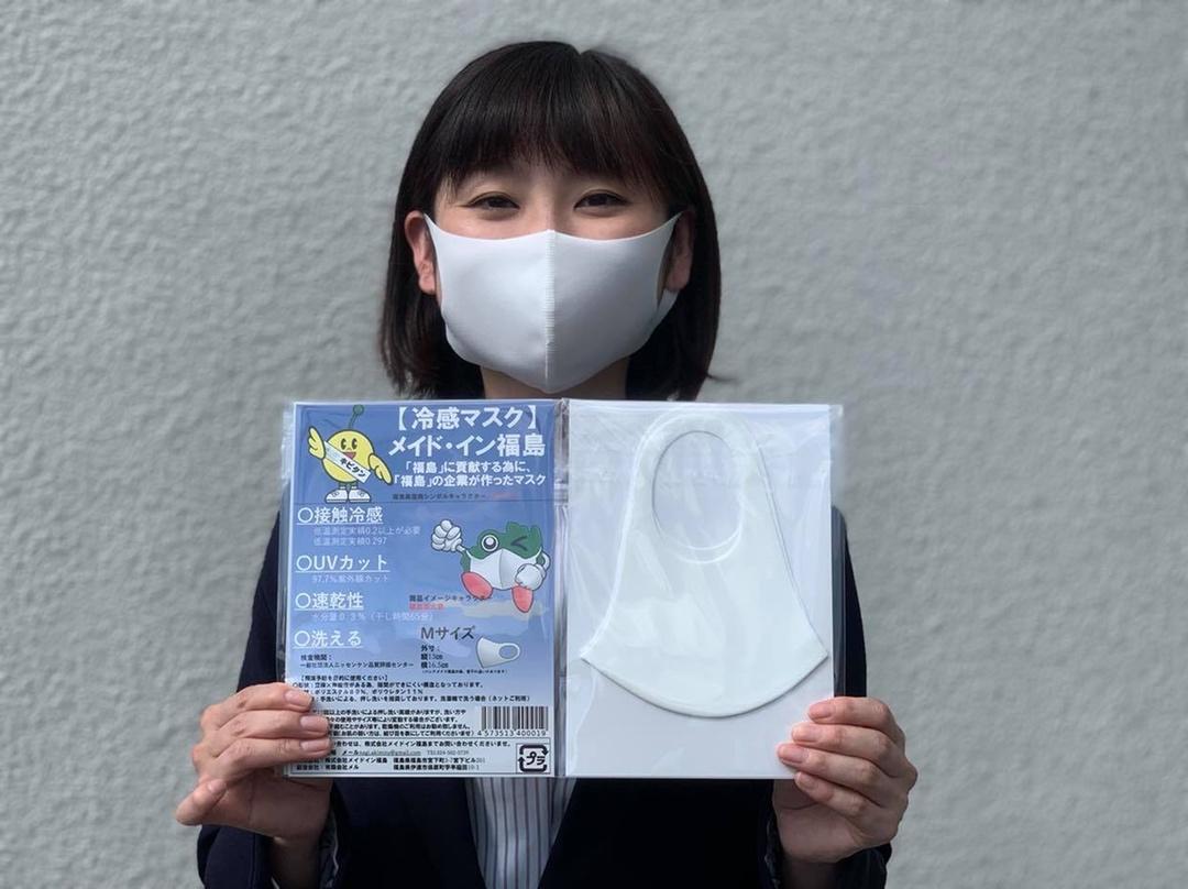 冷感マスクを手にマスクの着用を呼び掛ける「メイドイン福島」のスタッフ
