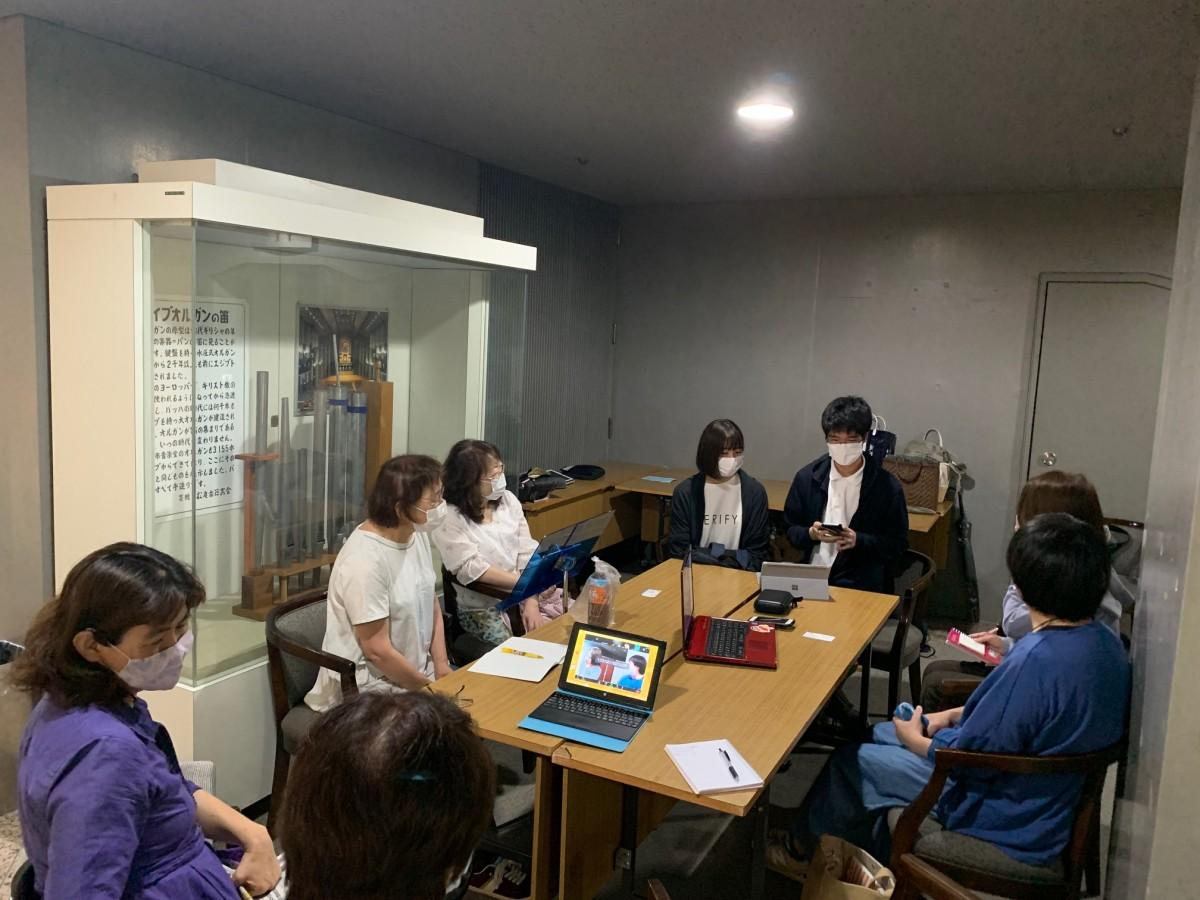 Zoomを使ったオンライン中継で京都や奈良からの参加者の姿も見られた