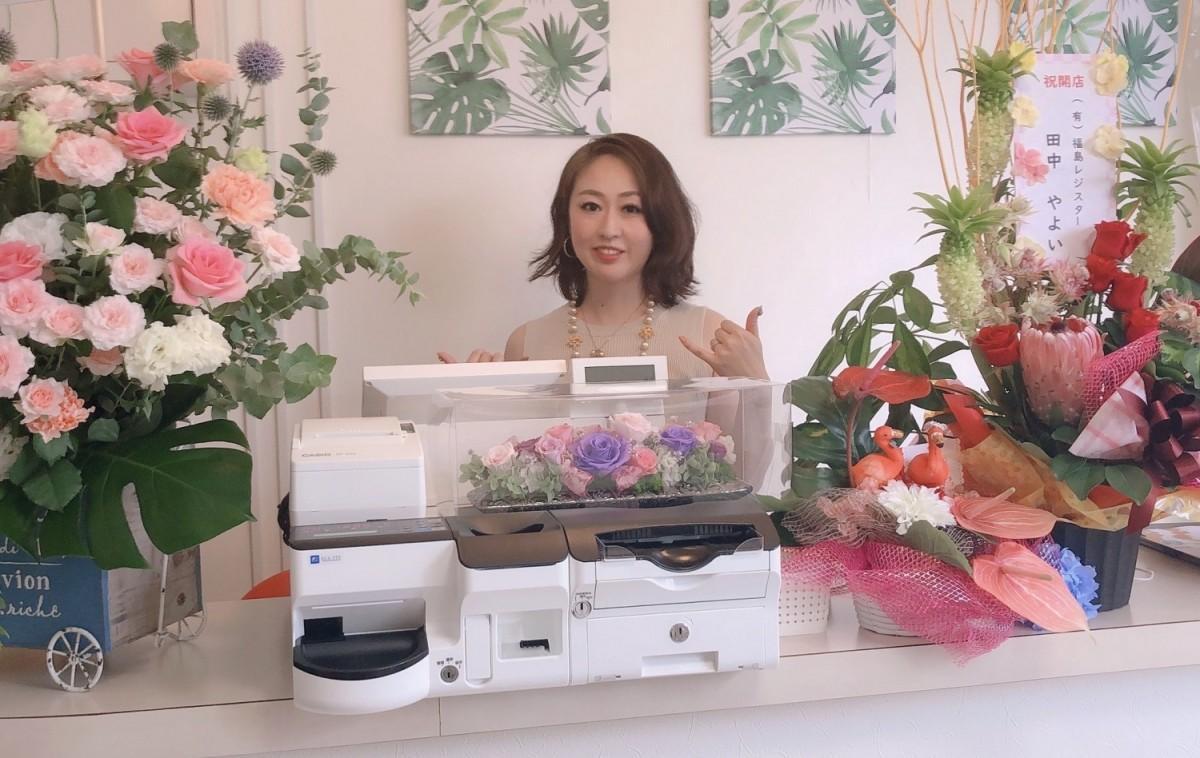 開店をアピールする「セルフ脱毛salon hulu(サロンフル)」店主の高橋真優美さん
