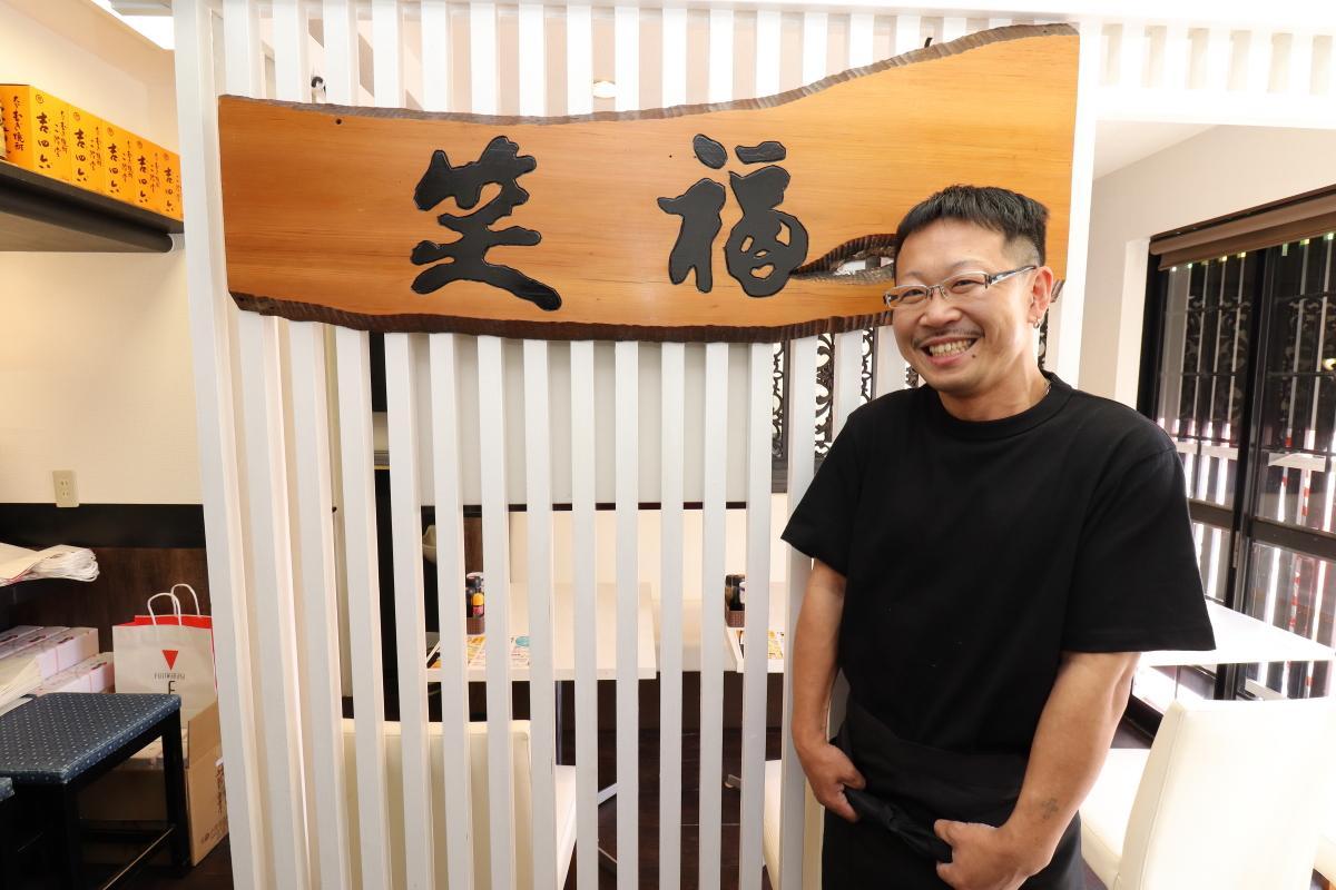 オープンをアピールする店主の熊田大輔さん