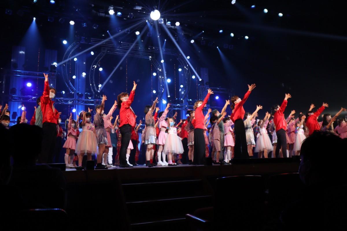 フィナーレでは出演者全員でステージに上がった
