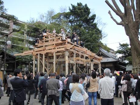 旧社殿は東日本大震災の影響でゆがみが生じたため建て替えが決まった