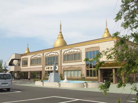 「本来お寺は地域に親しまれ、教育機関の役割を果たさなければならないもの」と、住職の青柳さん(写真は船橋中央院)