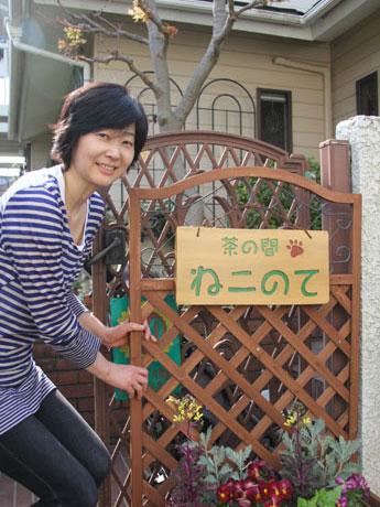 自宅の一角を開放する「住み開き」という活動を通じ地域のコミュニティーを醸成する椎名さん