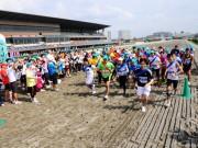 「本物のダートコースで走りたい」 と関東各地から多くの市民ランナーが集まる
