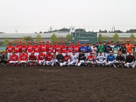 復興支援チャリティー試合を開催する「野球狂の会」のメンバー
