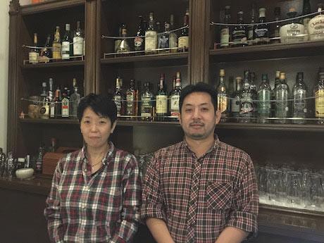 アイリッシュ・パブ「ボスカビーガ」店主の川島厚志さんと水谷泰代さん