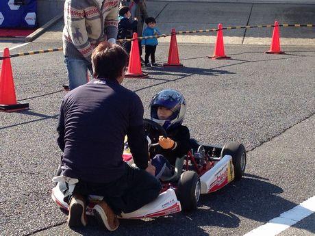 子ども向けのカート体験コーナー