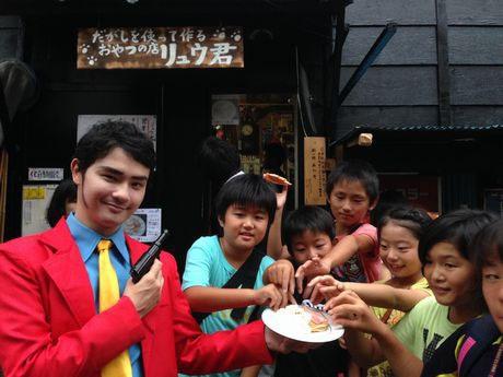 PRの途中で子どもたちにパンケーキを食べられてしまう自称「船橋のルパン」